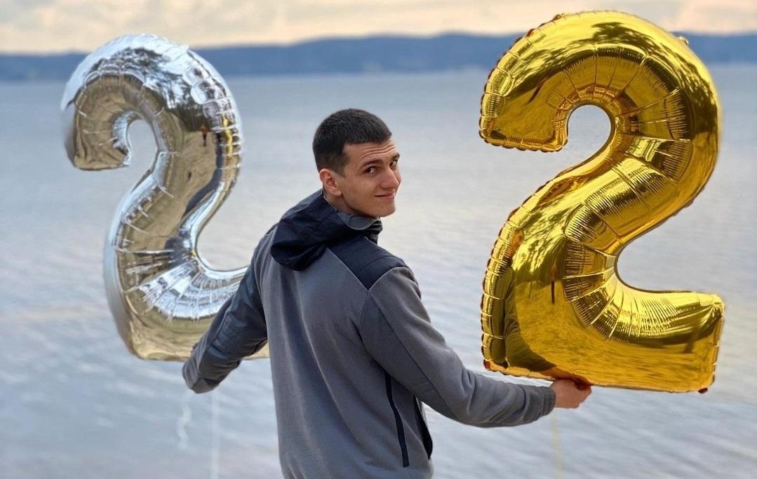 Нещодавно Дмитрові виповнилося 22 роки