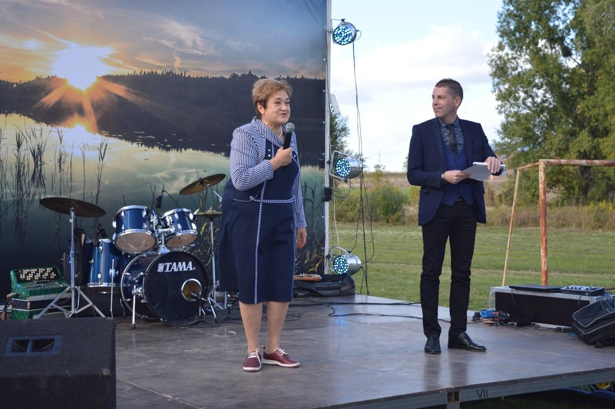 Депутатка Ірина Присіч вітає жителів Трубайлівки